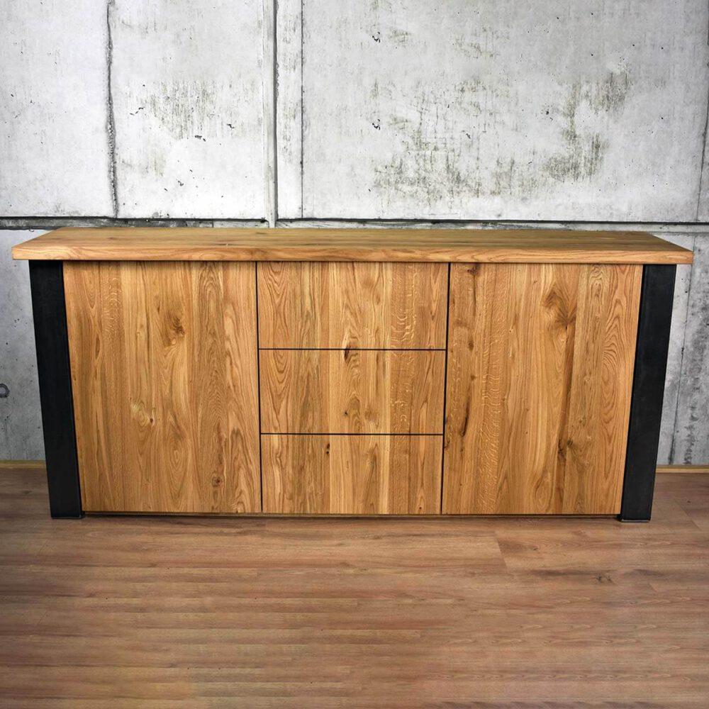 Robuust hout en staal dressoir in Industrieel design