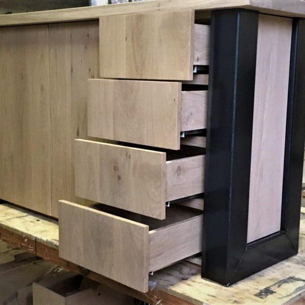 Eiken dressoir met industrieel design met U frame