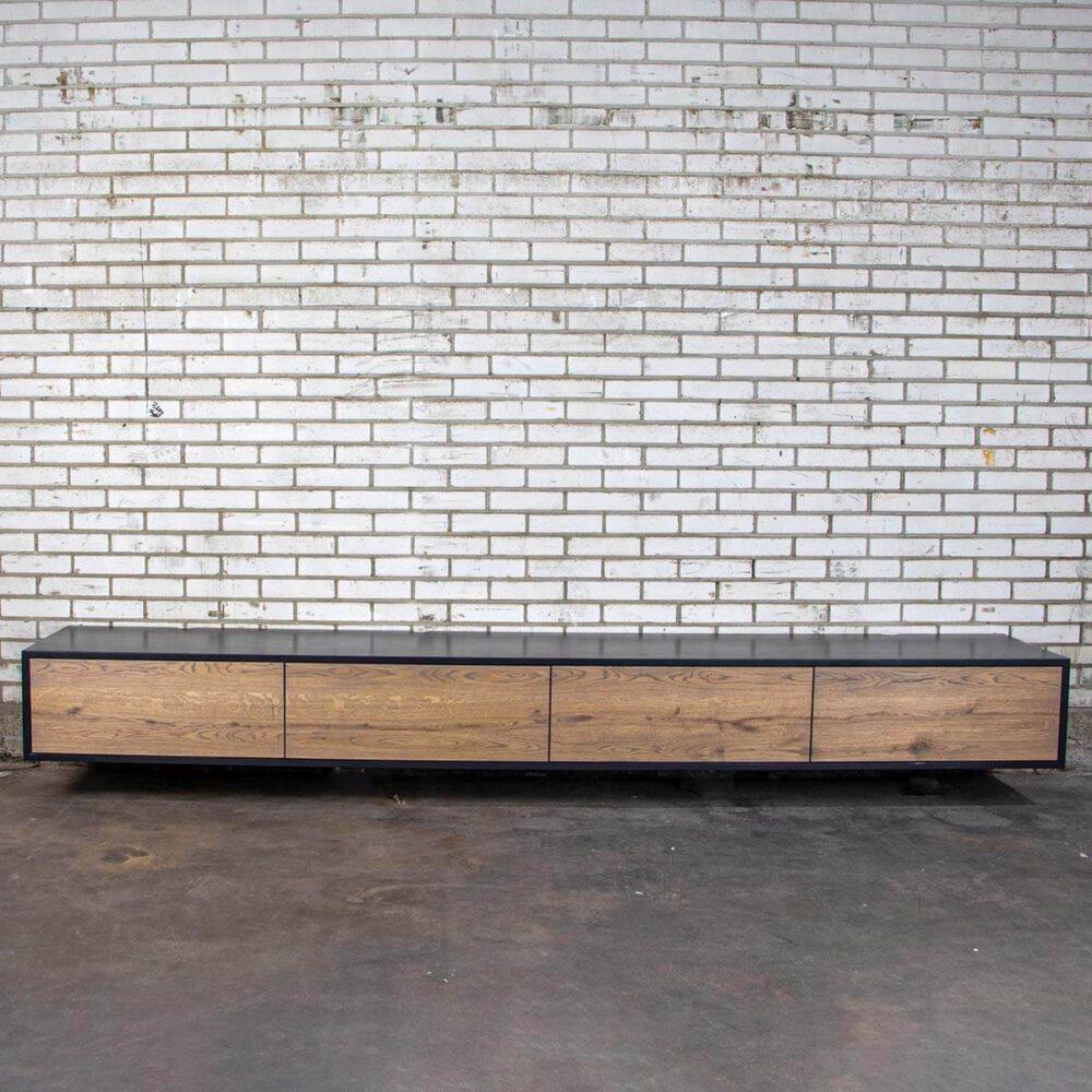 Zwevend TV meubel met Grey Wash afwerking en zwarte omlijsting
