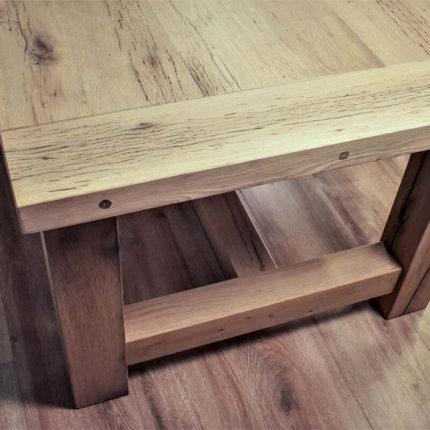 Details van oud eiken tafel Caene