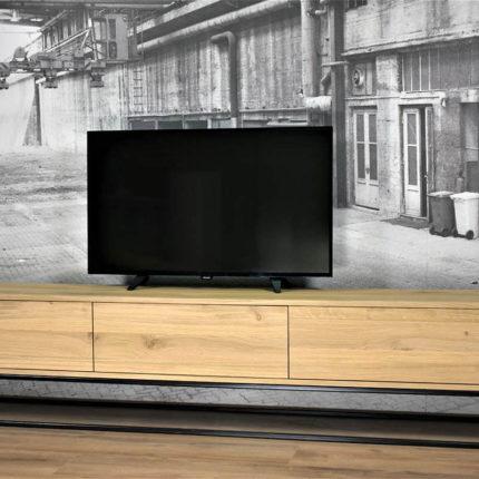 Eiken tv meubel (220cm x 40cm x 30cm) met kokerprofiel onderstel