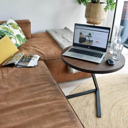 Laptop tafeltje bij bank